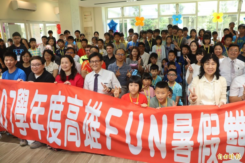 高雄FUN暑假雙語夏令營開課。(記者黃旭磊攝)