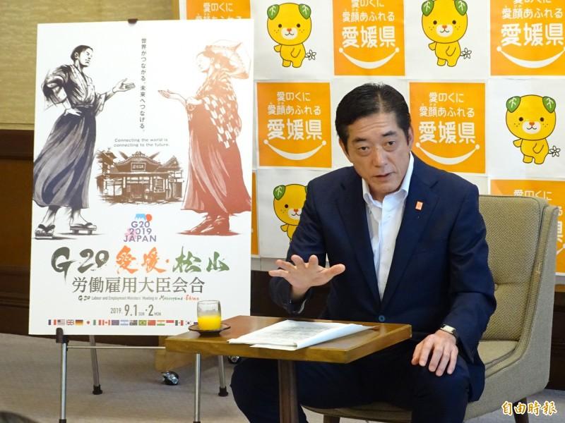 日本愛媛縣知事中村時廣接受本報訪問,對於長榮航空預定18日開航的桃園飛愛媛松山的定期航班充滿期待。(記者林翠儀攝)