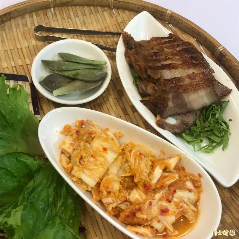 生菜豬包進泡菜(前)、石蓮花(左)及豬三層肉(右),別有一番風味。(記者林欣漢攝)