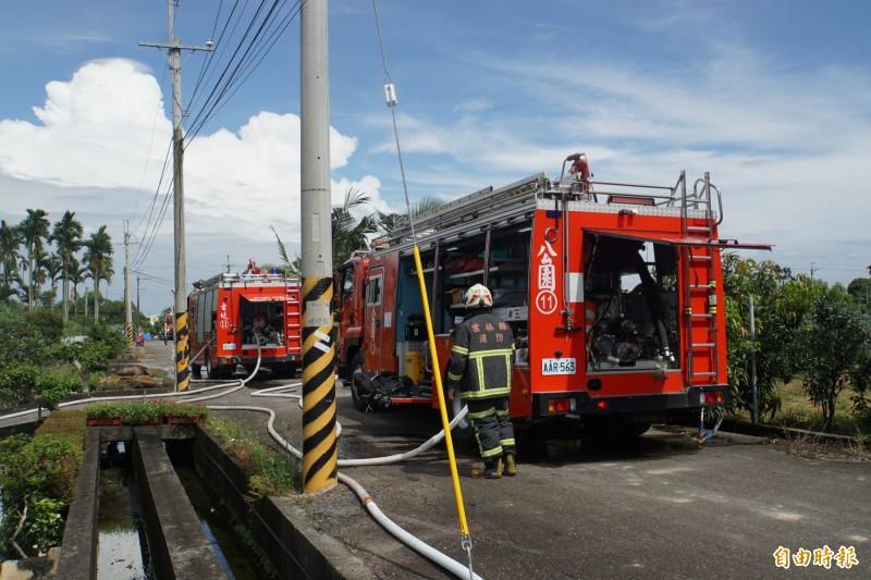 斗六市頂柴路早上發生民宅火警 ,消防局立即派員前往滅火。(記者詹士弘攝)