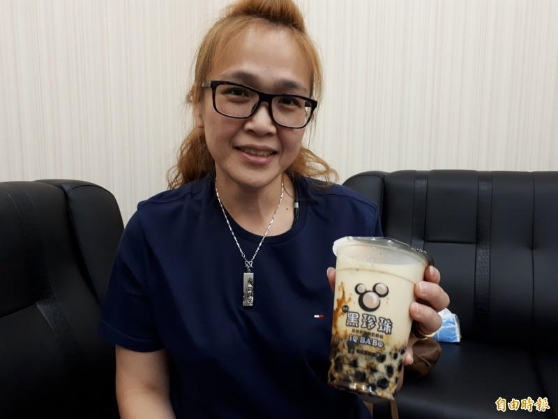 夏天消費者最愛的黑糖珍珠鮮奶冰沙,吃起來爽快天然又Q彈。(記者洪美秀攝)