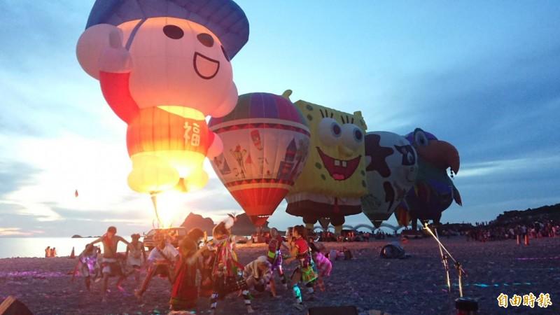 台中當舖日友汽車借款分享台中當地新聞-熱氣球光雕音樂會迎接三仙台曙光。(記者王秀亭攝)
