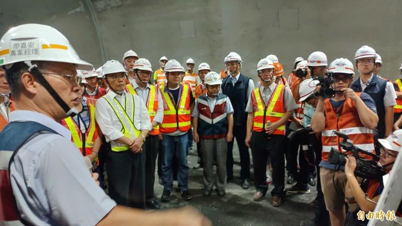 南迴公路預計12月23日前通車,行政院長蘇貞昌今天前往視察工程進度。(記者陳彥廷攝)