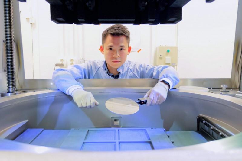 來自台灣的陳志泰為半導體材料帶來革命性突破,以獨特的磊晶技術生產氮化鎵成長於碳化矽基板這項材料,缺陷比傳統方式減少100到1000倍。(SweGaN AB提供)