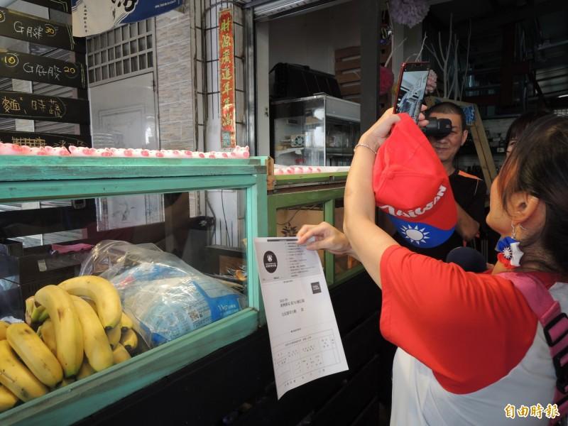 韓粉直播甜點店家的罷免優惠。(記者王榮祥攝)