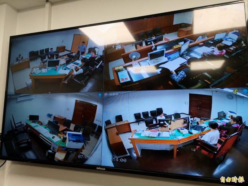 科技查賄指揮中心透過視訊平台,可同步掌握各地檢署的開庭狀況。(記者黃捷攝)