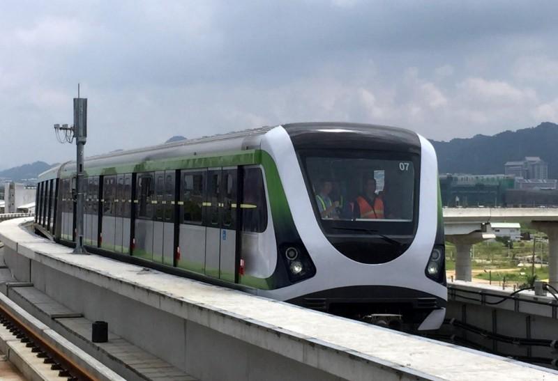 捷運綠線松竹站軌道沒有隔音牆,電聯車行駛時,附近居民反映太吵了。(台中市政府交通局提供)