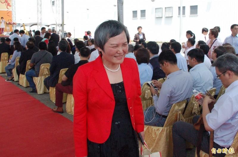洪恆珠表示,她若參選立委,不會影響鍾佳濱選情,希望丈夫蘇嘉全能支持。(記者李立法攝)