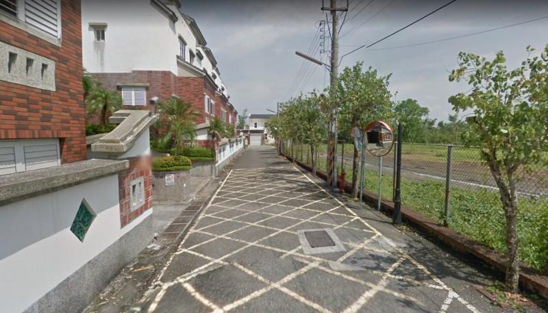 民眾質疑韓國瑜妻擁有農舍的主建物也有增建,農舍基地沒有農作物。(民眾提供)