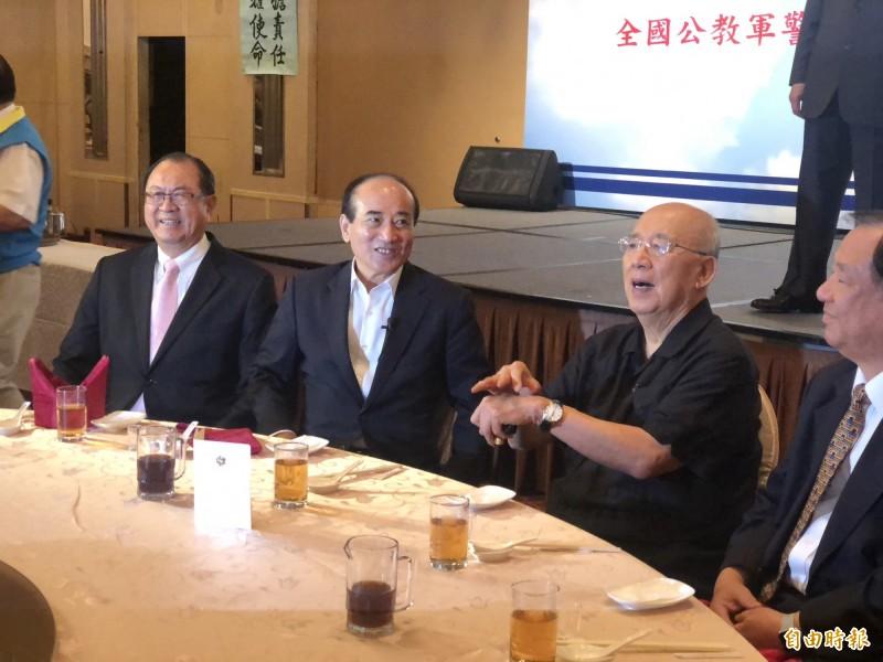 前立法院長王金平中午出席活動時,跟前國民黨主席吳伯雄同台。(記者陳昀攝)