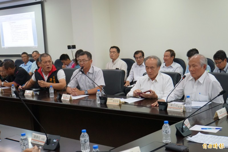 麥寮六輕與麥寮地方溝通平台首度舉行會議,結果並不圓滿。(記者詹士弘攝)