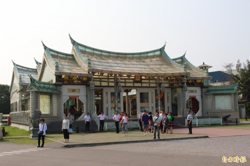 彰濱工業區鹿港區台灣玻璃廟,因政治人物造訪加持,被譽為「民主聖地」之名。(記者張聰秋攝)