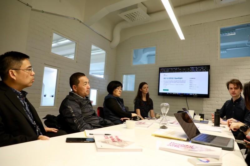 新北市長侯友宜11日下午率市府官員參訪芬蘭非營利組織HundrED,交流教育創新理念。(圖由新北市政府提供)