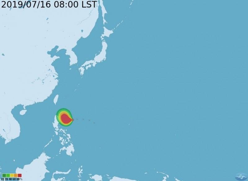 氣象局預估,位於呂宋島東方的熱帶性低氣壓預計今晚就會增強為5號颱風丹娜絲。(中央氣象局提供)