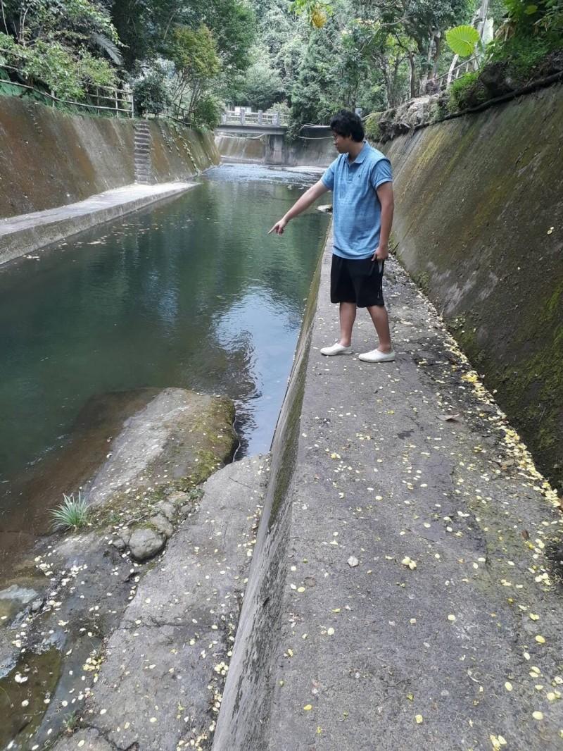 發現人所指之處為許男溺水處。(記者張勳騰翻攝)