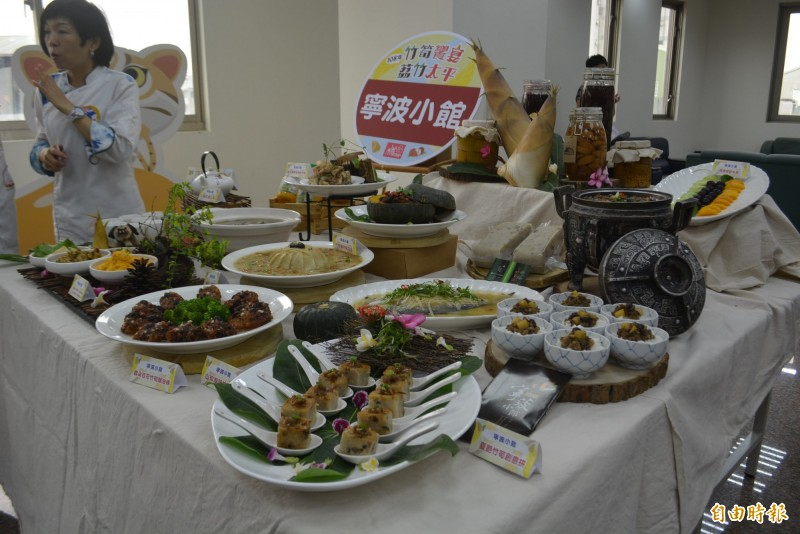 太平區農會推出「竹筍饗宴」,結合寧波小館等6家餐廳推出竹筍創意料理。(記者陳建志攝)