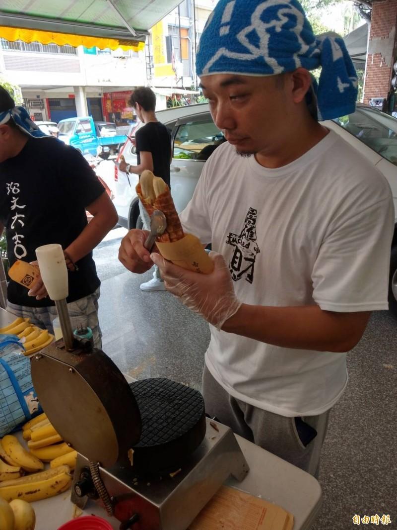 「廣德家」老闆到台灣基進擺攤。(記者方志賢攝)