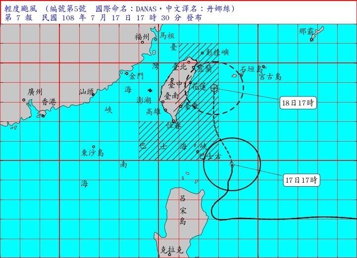 丹娜絲路徑往東大幅修正,對台灣威脅大幅降低。(中央氣象局提供)