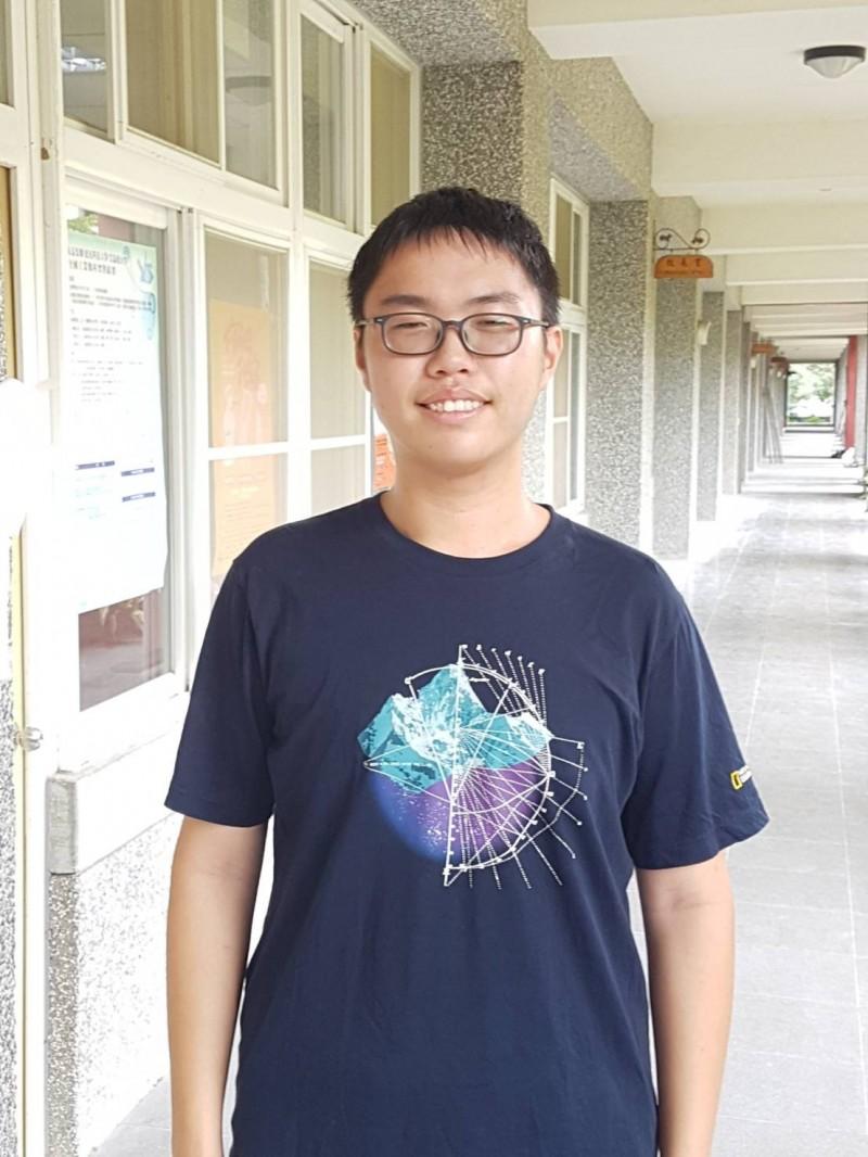 大學指考成績出爐,新竹高中學生徐胤嘉今年在第一類組成績為534.6分,是學校榜首,他說想以台大法律系為第一志願。(照片由學生提供)