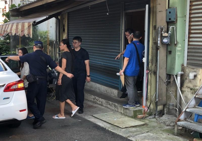 警方在苗栗市西勢美查獲13名賣淫泰國女子。(記者彭健禮翻攝)