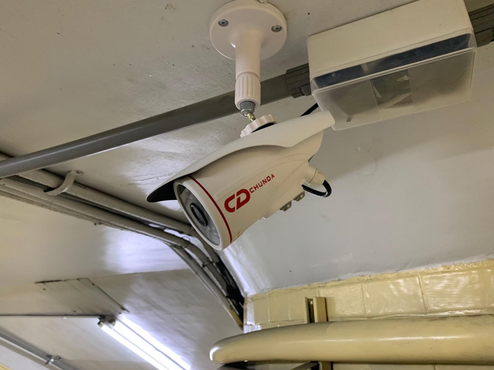 台灣大道多處地下道裝設的中國海康威視監視器,正逐步汰換台灣本地產品。(記者黃鐘山攝)