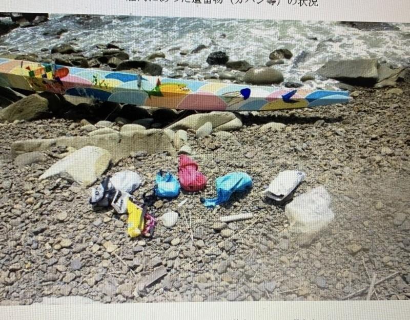 綠舟在日本岸邊找到了,船上物品也還在。(記者王秀亭翻攝)