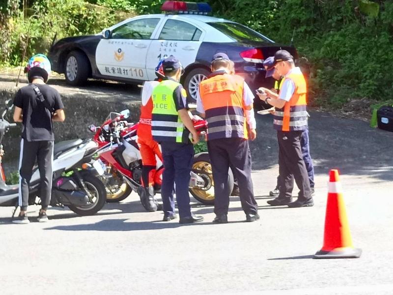警方今天上午9點至11點就查獲30件違規改裝案。(警方提供)