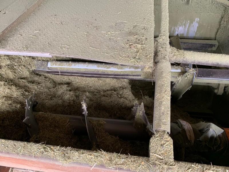 牧場用來切碎牧草的牧草粉碎機。(記者王善嬿翻攝)