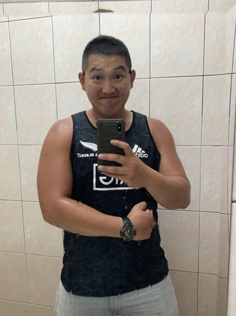 彭思翰畢業於台北體育學院,現在在北市大安區清潔隊台大分隊服務。(彭思翰提供)