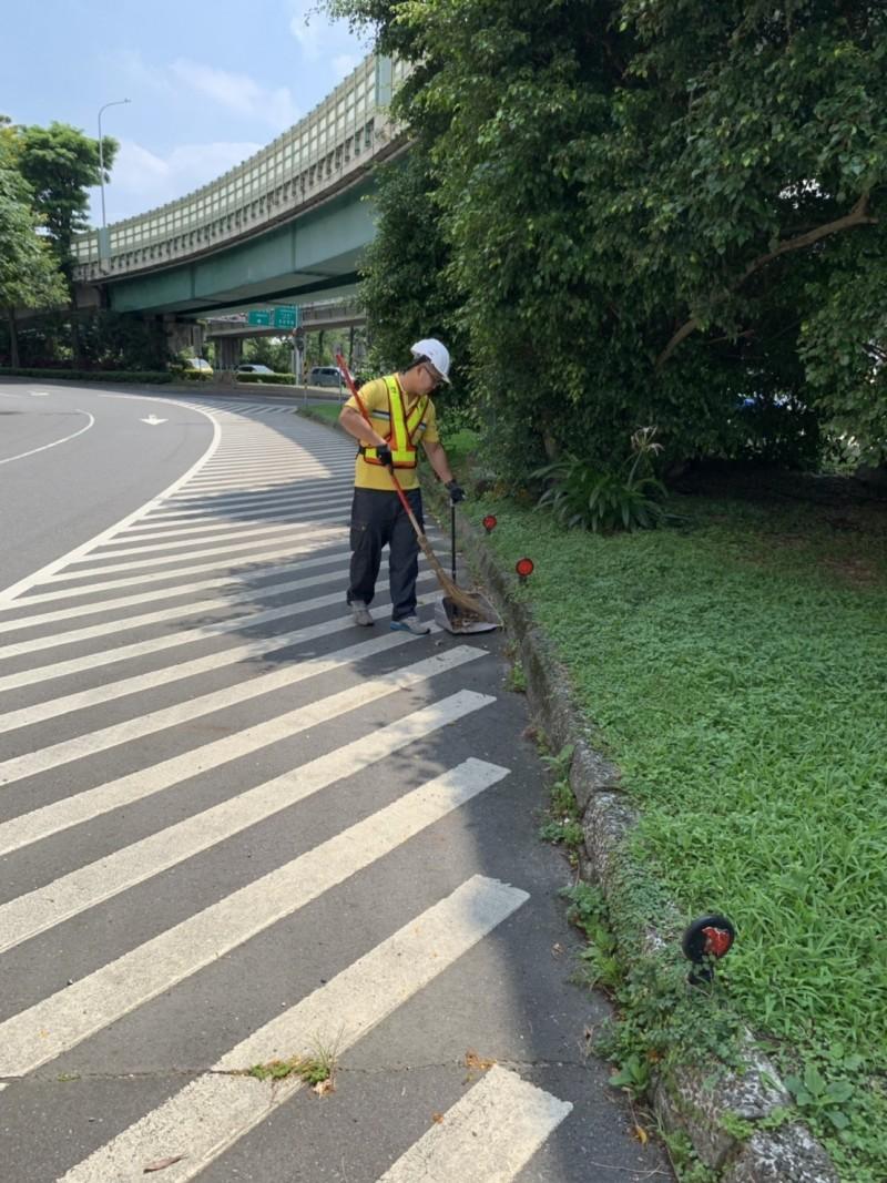 彭思翰希望清潔隊員們都能以為台北市民服務為榮。(彭思翰提供)
