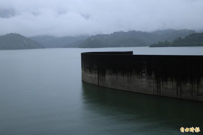 此波熱帶低壓雨勢在山區集水區並不明顯,曾文水庫目前仍維持5000萬噸的滯洪空間。(記者萬于甄攝)