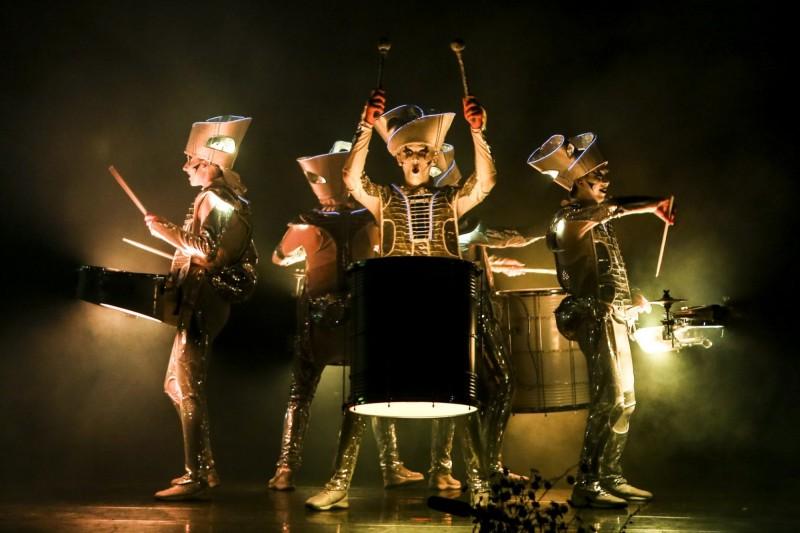 今年宜蘭童玩節加碼夜間表演活動,英國「SPARK小丑幻鼓秀」帶來精彩視覺及聽覺饗宴。(記者江志雄翻攝)
