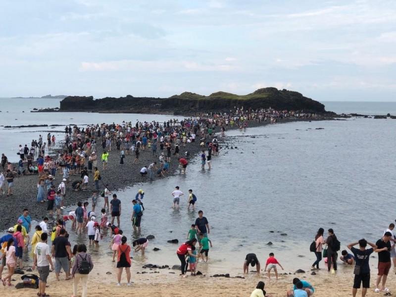 澎湖地質音樂祭,由奎壁山摩西分海展開首場表演。(澎管處提供)
