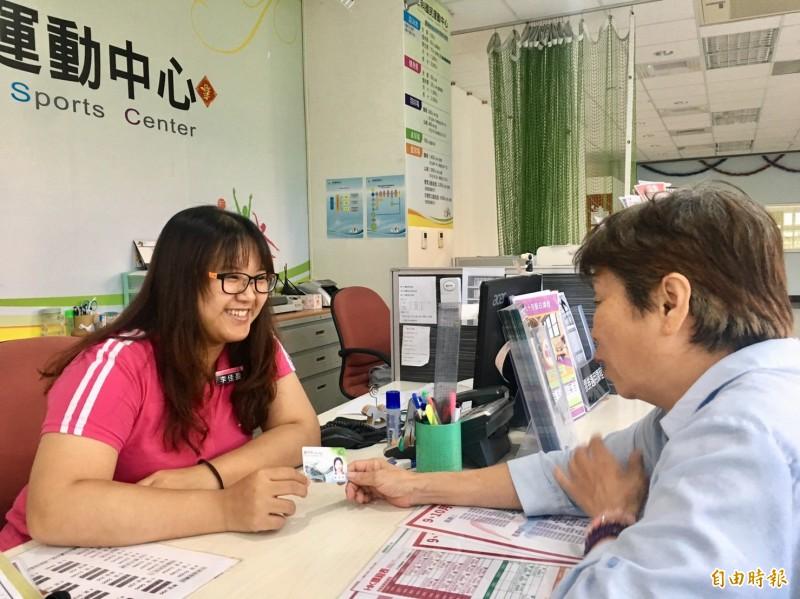 新竹市敬老卡未來還規畫與計程車業者合作,讓長輩能開心用敬老卡趴趴走。(記者洪美秀攝)