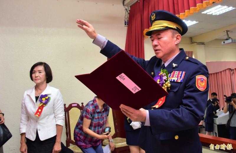 新任警察局長謝進賢宣示。(記者張議晨攝)