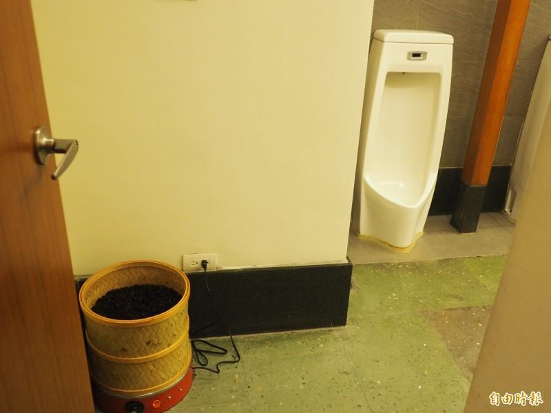 台東縱谷地區這家飯店業者因為在台東主要茶區,連廁所芳香劑都用茶葉取代。(記者王秀亭攝)