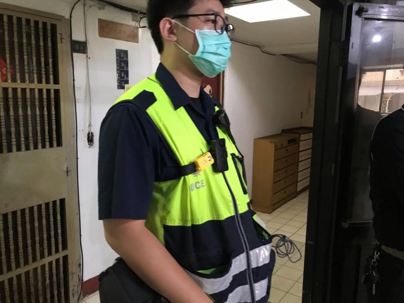警方在場採證釐清死亡原因(記者吳昇儒攝)