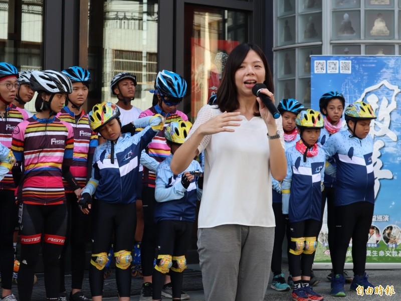 針對香港白衣人施暴,立委洪慈庸提醒台灣人一定要拒絕在台灣跟中共眉來眼去的政治人物。(記者歐素美攝)