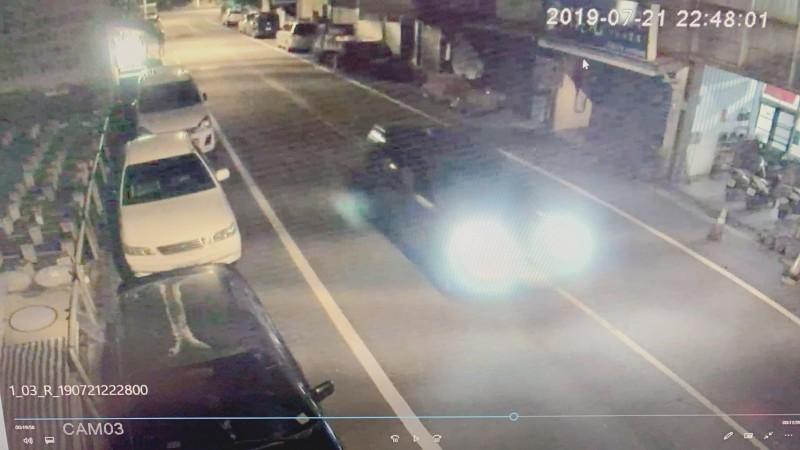 簡姓男子深夜駕車持空氣槍亂射,造成兩名無辜路人受害。(記者張議晨翻攝)
