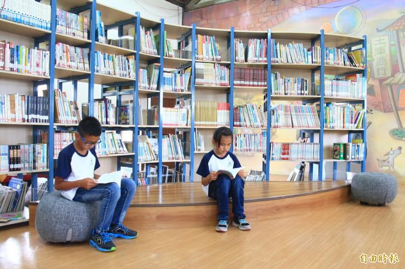 彰化縣土庫國小推動閱讀風氣,培養出「競讀」風氣,學生一年可讀200本書。(記者陳冠備攝)