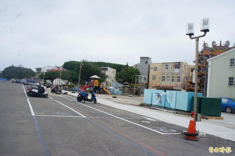 澎湖縣政府在郵輪港設立停車格,讓租車業者集中管理。(記者劉禹慶攝)