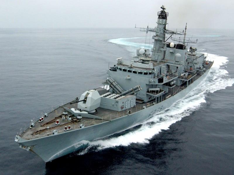 英國海軍「蒙特羅斯號」護衛艦(HMS Montrose)2005年在阿曼外海演習檔案照。(法新社)