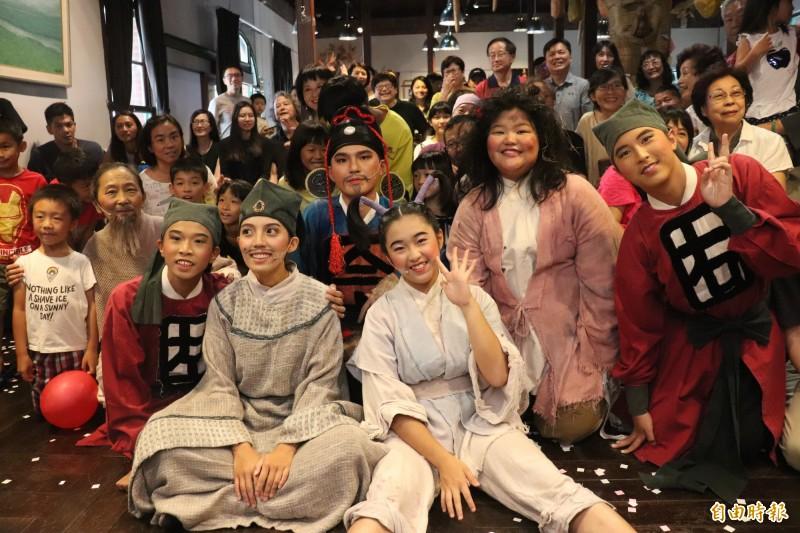 百果樹紅磚屋安排了2019暑期活動,由「黃大魚兒童劇團」帶來作家黃春明「小李子不是大騙子」兒童劇說書版-精選折子演出。(記者林敬倫攝)