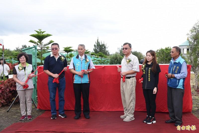 澎湖首座環保多元生命紀念園區,由各界貴賓揭幕啟用。(記者劉禹慶攝)