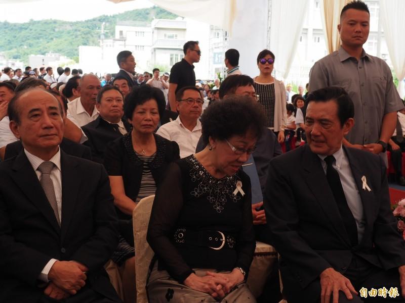 前總統馬英九、前副總統呂秀蓮今天都到台東參與前台東縣長吳俊立父親的告別式。(記者王秀亭攝)