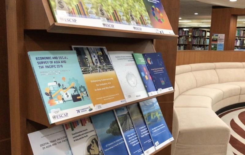 聯合國亞太總部內的圖書館,館藏有各式聯合國公開出版品。(記者劉宜庭攝)