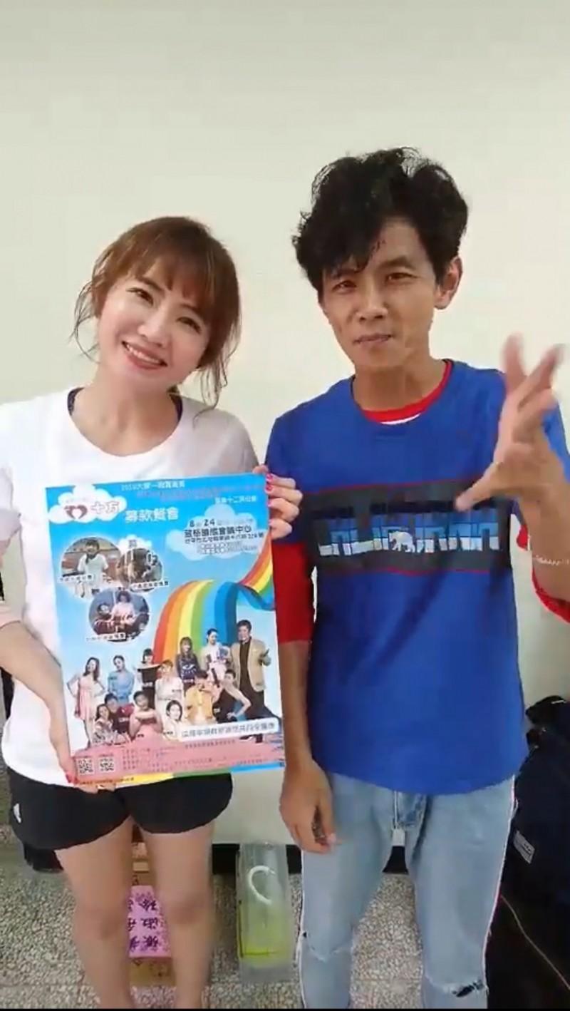 阿翔與謝忻為十方啟能中心募款餐會一起拍攝宣傳影片。(十方提供)