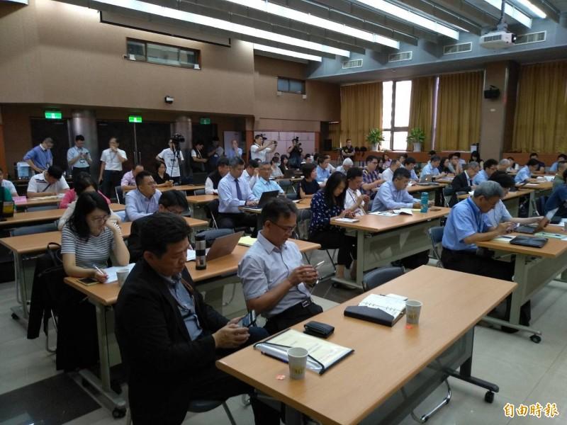 NCC5G釋照說明會,電信業者踴躍出席表達意見。(記者劉力仁攝)