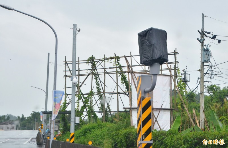 左鎮的測速固定桿,新設於台20線22.3公里處。(記者吳俊鋒攝)