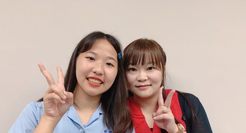 板橋高中沈旻儀(左)錄取台灣大學法律學系法學組。(新北市政府教育局提供)